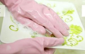 داشتن دست هایی زیبا , ناخن زیبا داشتن ,استفاده از دستکش آشپزخانه